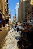 NEW YORK CITY - Mars 16, 2017: Snöa den dolda gatan och rödbrun sandsten i Manhattan, New York City Fotografering för Bildbyråer
