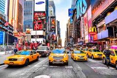 NEW YORK CITY - MARS 25: Times Square som presenteras med Broadway Th Arkivfoton