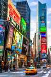 NEW YORK CITY - MARS 25: Times Square som presenteras med Broadway Th Royaltyfria Foton