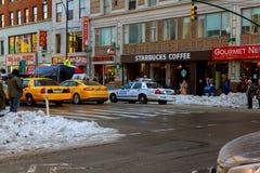 NEW YORK CITY - Marschera 16, tung snö 2017 på avenyn, New York, Manhattan, Royaltyfri Bild