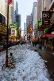 NEW YORK CITY - Marschera 16, tung snö 2017 på avenyn, New York, Manhattan, Fotografering för Bildbyråer