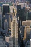 New York City na 42nd rua e na 5a avenida, Manhattan, NY Fotos de Stock Royalty Free