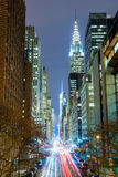 New York City na noite - 42nd rua com tráfego, exposição longa Imagens de Stock