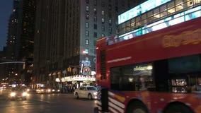 New York City na noite perto do Times Square vídeos de arquivo
