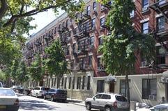 New York City 2nd Juli: Historisk byggnadlägenheter i Manhattan från New York City i Förenta staterna Arkivfoton