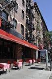 New York City 2nd Juli: Historisk byggnadlägenheter i Manhattan från New York City i Förenta staterna Royaltyfria Bilder