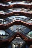 New York City, NY, EUA - 22 DE MAIO DE 2019: A embarca??o, Hudson Yards Staircase projetou pelo arquiteto Thomas Heatherwick Home fotos de stock royalty free