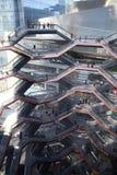 New York City, NY, EUA - 22 DE MAIO DE 2019: A embarca??o, Hudson Yards Staircase projetou pelo arquiteto Thomas Heatherwick Home imagens de stock royalty free