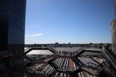 New York City, NY, EUA - 22 DE MAIO DE 2019: A embarca??o, Hudson Yards Staircase projetou pelo arquiteto Thomas Heatherwick Home imagens de stock