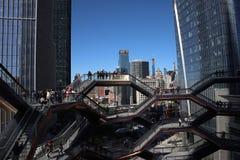 New York City, NY, EUA - 22 DE MAIO DE 2019: A embarca??o, Hudson Yards Staircase projetou pelo arquiteto Thomas Heatherwick Home fotografia de stock royalty free