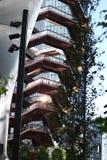 New York City, NY, EUA - 22 DE MAIO DE 2019: A embarca??o, Hudson Yards Staircase projetou pelo arquiteto Thomas Heatherwick Home foto de stock