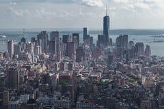 New York City, NY/USA - circa julio de 2015: Panorama del Lower Manhattan del Empire State Building Foto de archivo libre de regalías