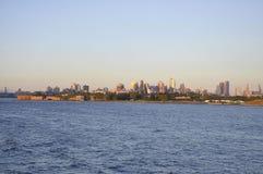 New York City, o 3 de agosto: Brooklin Panorama do Rio Hudson no por do sol em New York City Foto de Stock