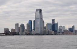 New York City, o 2 de agosto: Skyline da cidade de New-jersey no por do sol sobre o Rio Hudson foto de stock