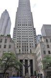 New York City, o 2 de julho: Centro de Rockefeller com a estátua do atlas em Manhattan de New York City no Estados Unidos Imagens de Stock Royalty Free