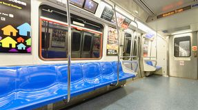 NEW YORK CITY - 23 OCTOBRE 2015 : Intérieur de métro E Photos libres de droits