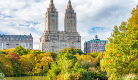 NEW YORK CITY - OCTOBRE 2015 : Les gens apprécient le Central Park en veinule Photo stock