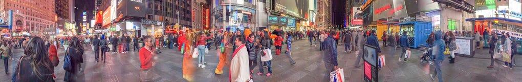 NEW YORK CITY - OCTUBRE DE 2015: Turistas en Times Square en la noche, Fotografía de archivo libre de regalías