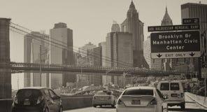 NEW YORK CITY - OKTOBER 20, 2015: Bilar rusar upp på FDR-drev Tr Royaltyfri Foto
