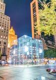 NEW YORK CITY - 23. OKTOBER 2015: Eingang zum Apple-Flaggschiff Stockfotos