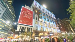 NEW YORK CITY - 23. OKTOBER 2015: Speicher Macy's Herald Square Es lizenzfreie stockfotografie