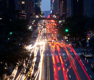 New York City på natten Arkivfoto