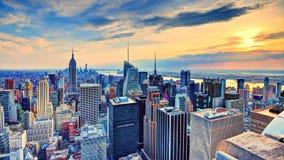 New York City på skymning Arkivfoton