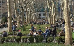 Free New York City Parks People In Bryant Park On A Sunny Day Royalty Free Stock Photography - 177741987