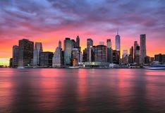 New York City pendant le coucher du soleil Photographie stock