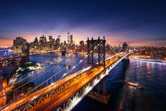 New York City - puesta del sol hermosa sobre Manhattan con el puente de Manhattan y de Brooklyn Fotografía de archivo libre de regalías