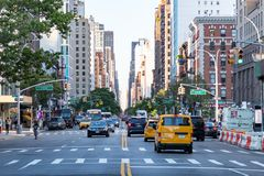 New York City 2018: Rusningstidtrafiksäkerhetskopior i Manhattan royaltyfri bild