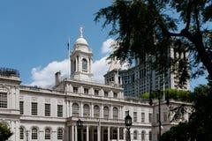 New York City Salão e construção municipal de Manhattan em mais baixo Manhattan, New York City, EUA fotos de stock royalty free