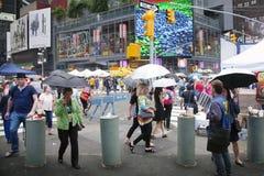 New York City 12 september 2015: folkmassa på broadway i New York Royaltyfri Fotografi