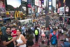 New York City 12 september 2015: folkmassa på duffy fyrkant i New York Royaltyfri Bild