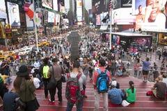 New York City 12 september 2015: folkmassa på duffy fyrkant i nytt y Royaltyfri Bild