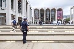 New York City 12 september 2015: polis och folk nära Arkivbilder
