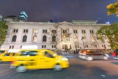 NEW YORK CITY - 20 SEPTEMBRE 2015 : Taxi le long de streptocoque de Manhattan Photos stock