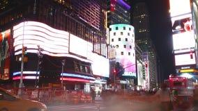 New York City - 16 septembre : théâtres de Broadway de Times Square et LED de faire de la publicité 16 septembre 2014 à Manhattan banque de vidéos