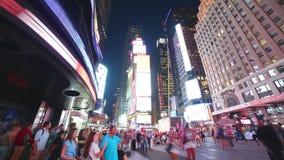 New York City - 16 septembre : Times Square Broadway avec le trafic et les messages publicitaires LED 16 septembre 2014 à Manhatt banque de vidéos