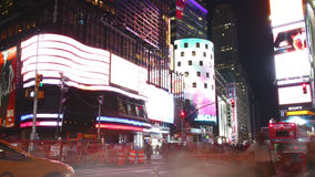New York City - 16 settembre: teatri di broadway del Times Square e LED di pubblicità 16 settembre 2014 a Manhattan, New York Cit video d archivio