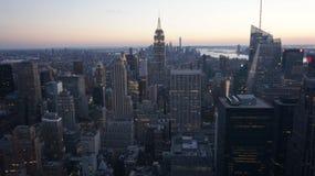 New York City sikt från ovannämnt - aftonsolnedgång Fotografering för Bildbyråer