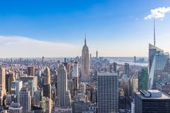 Free New York City Skyline In Manhattan Downtown With Empire State Building And Skyscrapers On Sunny Day With Clear Blue Sky USA Stock Photography - 142303782