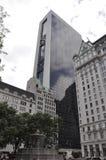 New York City 1st Juli: Den Pulitzer springbrunnen i storslagen arméPlaza från midtownen Manhattan i New York City från Förenta s arkivbild