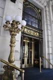 New York City 1st Juli: Plazahotellingången från midtownen Manhattan från New York City i Förenta staterna Fotografering för Bildbyråer