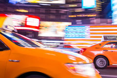 New York City taxi, i rörelse, Times Square, NYC, USA Royaltyfri Foto