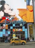 New York City taxi på Times Square i Manhattan royaltyfria bilder