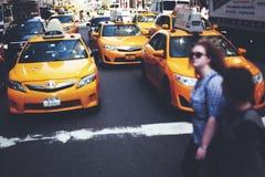 NEW YORK CITY - taxitrafikbegrepp Fotografering för Bildbyråer
