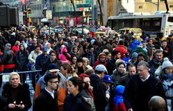 New York City: Throngs on Fifth Avenue Royalty Free Stock Photography