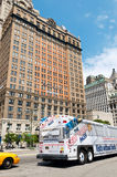 New York City tour bus in Lower Manhattan Stock Photos