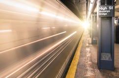 New York City tunnelbana - station av storgatan Arkivbild
